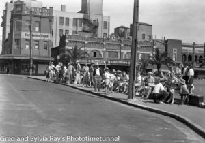 Waiting for transport, Hunter and Pacific Streets Newcastle East, Boxing Day 1946.