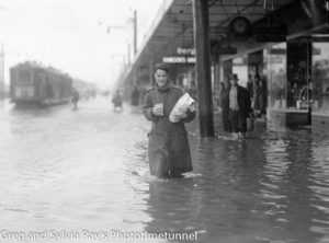 A shopper in deep water on flooded Hunter Street, 1946.