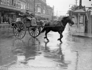 Vendor with horse and cart in Hunter Street, 1941.