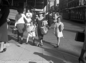 Christmas shopping, Hunter Street Newcastle, December 22, 1937.