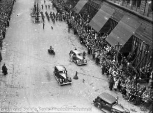 Parade for the return of the AIF's 9th Division in Sydney, April 2, 1943. (1)