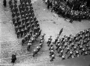Parade for the return of the AIF's 9th Division in Sydney, April 2, 1943. (15)
