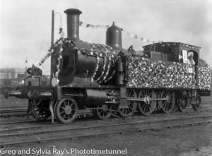 Locomotive decorated to raise money for Australia Day in Newcastle, 30-7-1915.