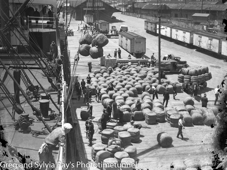 Loading bales of wool at Newcastle, NSW, early 20th century.