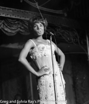 Shirley Bassey performing at Chequers Nightclub, Sydney, March 31, 1965.