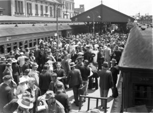 Members of the 2nd AIF (Australian Imperial Force) entraining at Newcastle Station during World War 2.