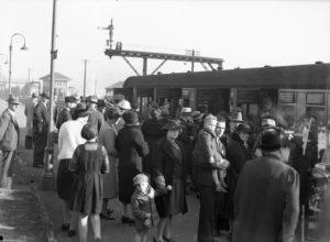 Members of the RAAF departing Newcastle by train, June 24, 1940.
