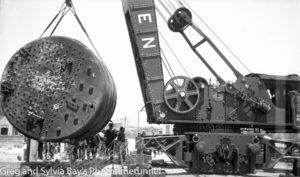 The boiler from the TSS Maianbar being removed from Nobbys Beach, Newcastle, November 6, 1940.