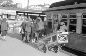 Easter crowd at Newcastle Railway Station, Newcastle, NSW, March 25, 1937. (13)