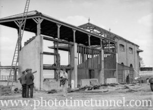 Building a new grandstand at Wallsend racecourse, August 1935. (1)