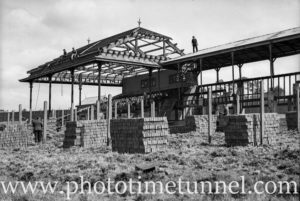 Building a new grandstand at Wallsend racecourse, August 1935. (2)