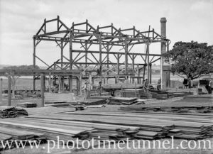 Building a new grandstand at Wallsend racecourse, August 1935. (3)