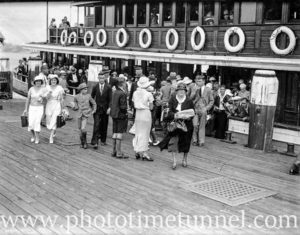 Sydney Harbour ferry Mulgoa and passengers at wharf, circa 1934.