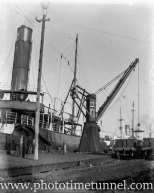 Hydraulic coal crane at Newcastle Harbour, circa 1930s