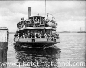 Sydney Harbour ferry Mulgoa and passengers, circa 1934.