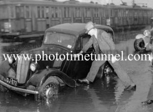 Wet day on Hunter Street, December 20, 1940.