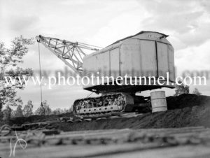 Loading duff coal at Neath, NSW, May 9, 1940. (1)