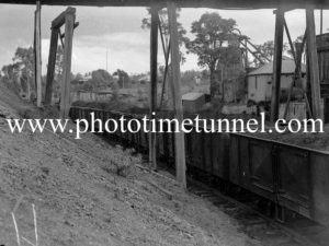 Loading duff coal at Neath, NSW, May 9, 1940. (2)