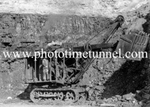 Caldare open-cut coalmine, Cessnock NSW, circa 1947 (2)
