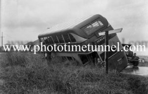Double-decker bus after an accident on Christo Road, Waratah, Newcastle, NSW, May 20, 1947.