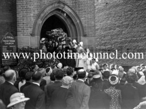 Funeral of Presbyterian minister and RAAF Chaplain Andrew Robson McVittie in Newcastle on November 6, 1947. (3)