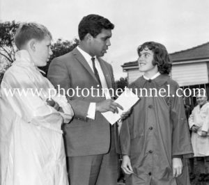 Australian Boxer and singer Lionel Rose visits Newcastle, NSW. (5)