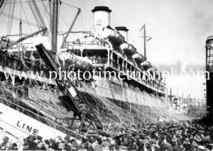 Passenger liner Orontes at Sydney, 1948 (1)