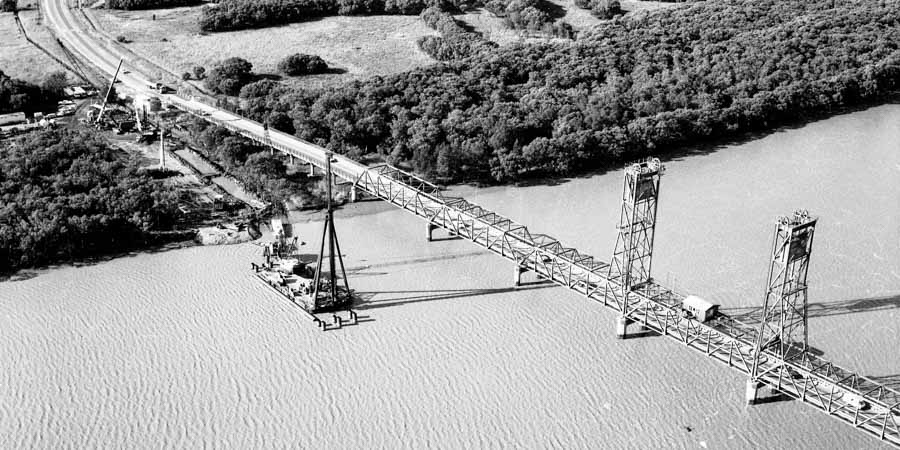 Building the Hexham Bridge over the Hunter River
