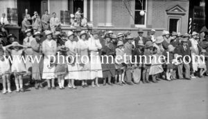 Spectators in Tamworth, NSW, for the visit of Prince Henry, Duke of Gloucester, 1934