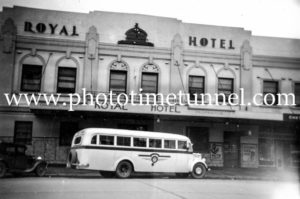 Fogg's tour bus outside the Royal Hotel, Goulburn, NSW, c1948