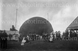 """Captain Penfold's"" hot air balloon at Grafton, NSW, 1910."