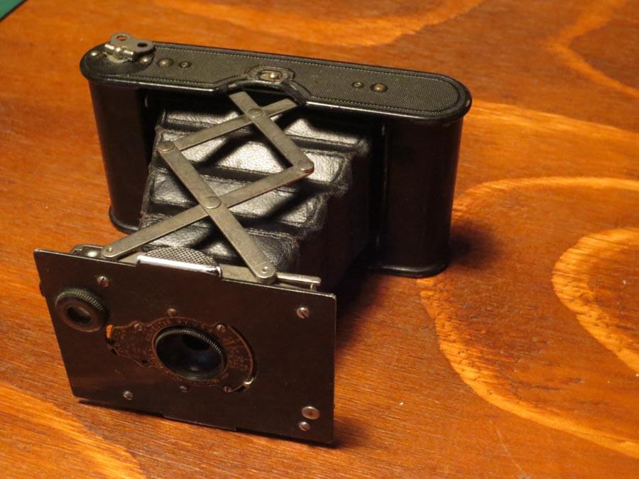 "Kodak's ""autographic"" vest pocket camera: a hit with Great War soldiers"