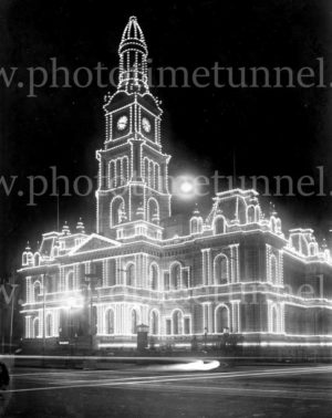 Illuminated decorations in Sydney for the visit of Edward, Prince of Wales, 1920. (32)