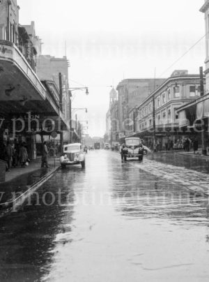 Rainy day in Hunter Street, Newcastle, circa 1940s.