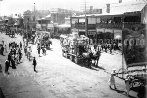Eight-hour Day street parade in Goulburn, NSW, 1913.