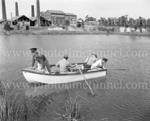 Police search for murder clues at Turton's brickworks at East Maitland, NSW, April 1960. (2)