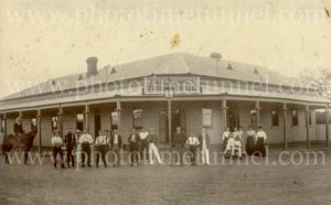 Luscombe's Federal Hotel at Bourke, NSW, 1909.