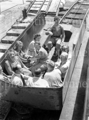 Members of the Institution of Engineers, Australia, visiting Burwood Colliery, Whitebridge, NSW, November 20, 1947. (4)