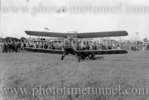 Genairco biplane VH-UOD at Newcastle, NSW, circa 1934.
